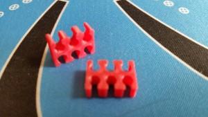 MerlinMOD Classic műanyag kábelfésű 3mm - 6 slot piros 1db