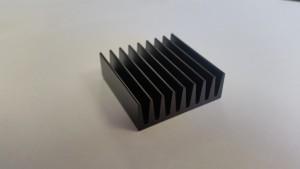 EKL chip cooler 35x35x13 mm eloxált fekete, alumínium - 1 db ragasztóval