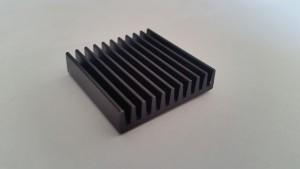 EKL chip cooler 30x30x7 mm eloxált fekete, alumínium - 1 db ragasztóval - másolat