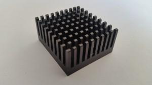 EKL chip cooler 35x32x17 mm eloxált fekete, alumínium